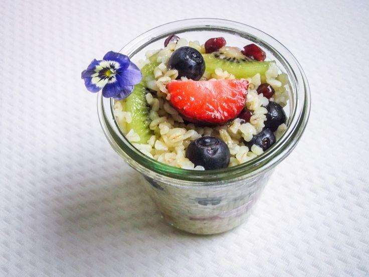 pomysł na śniadanie z kaszą i owocami