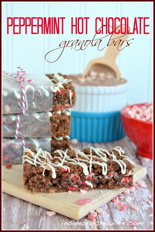 Peppermint Hot Chocolate Granola Bars - easy baked granola bars made from hot chocolate mix and peppermint crunch pieces #breakfast #peppermint #hotchocolate http://www.insidebrucrewlife.com