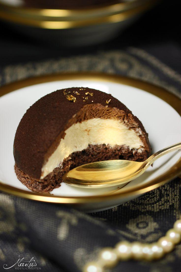 Baileys Dessert - Schokoladenkuppel mit Kakao-Mandel-Biskuit mit wenig Zucker, gefüllt mit einer Schokoladen-Schlagsahne-Sahne-Creme und Baileys-Sahne-Creme - alkoholisch, mal was anderes - https://maluskoestlichkeiten.wordpress.com/2016/01/15/knackige-schokoladenkuppel-mit-zartem-baileysherz-und-ein-flat-white-martini/