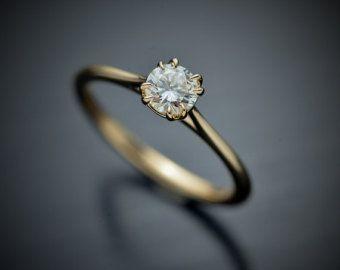 14kt Weißgold Solitär mit einem runden Brillanten.30 G-SI2 oder besser GIA zertifiziert Mit hervorragenden Schnitt, sehr gute polnische und ausgezeichnete Symmetrie. Dieser Ring ist ein wunderschöne Stück, wenn sie einfache Einstellungen mag. die Diamant ist mit doppelten reihenförmig niedrig eingestellt. Dieser Ring ist Teil meiner Sammlung Verlobungsring und versandbereit in Weissgold Gelb oder rosa gold Willen Schiff in drei Tagen seit Bestellung erfolgt. Finger-Größe 6.5 uns aber es es…