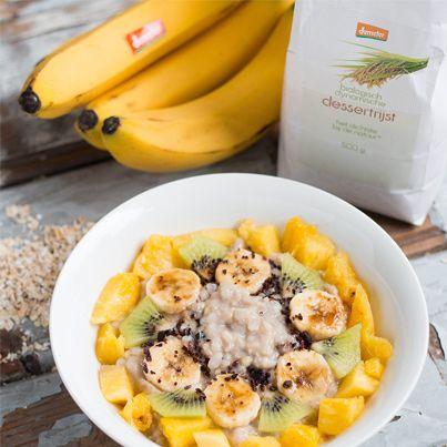 Feestontbijt met (dessert)rijst, havermout, kokosmelk, amandelmelk, kiwi, banaas, ananas. EkoPlaza | Dé Biologische Supermarkt van Nederland
