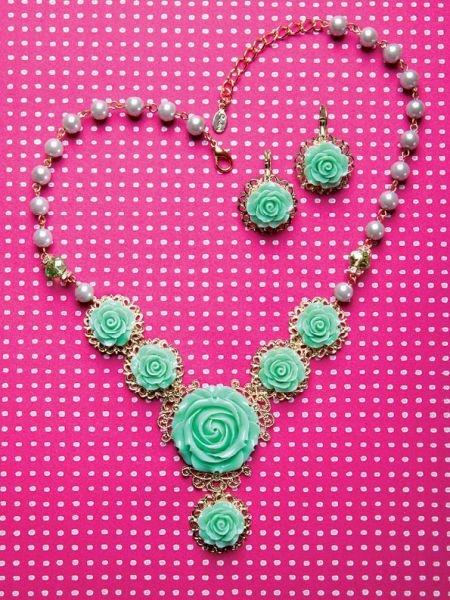 mint roses on necklace and earrings - Sodini Bijoux