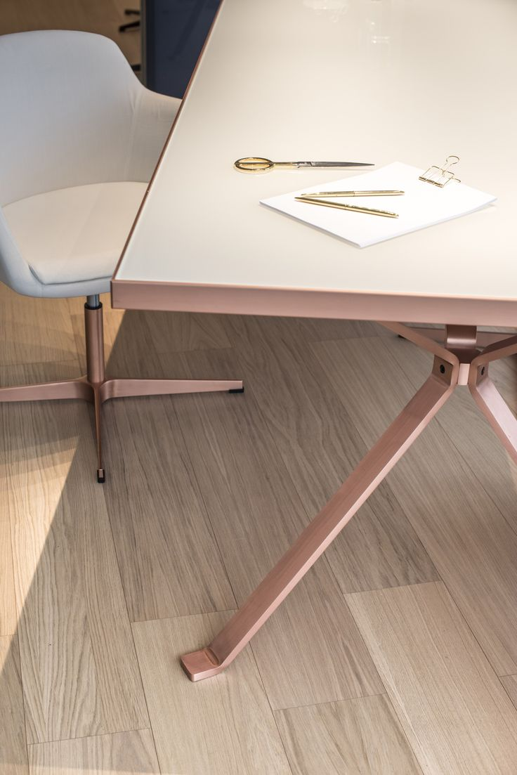 Detail of Revo table with copper finishing steel legs