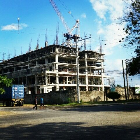 At Verdon Parc, condo project with abundant space for amenities is now rising http://www.dakbayan.ph/davao-condo/verdon-parc.html