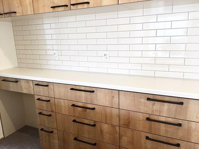 Jaja Homeさんはinstagramを利用しています キッチン 我が家はリクシルのアレスタ です 扉カラーはライトグレイン カップボードの間には 平田タイル アレスタ キッチンデザイン リビング キッチン