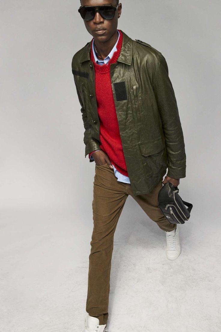 Zadig & Voltaire adapta la irreverencia urbanista a su colección Fall-Winter 2021 Fashion Brand, Fashion News, Fashion Show, Runway Fashion, Fashion Beauty, Mens Fashion, Vintage Couture, Zadig And Voltaire, Parka