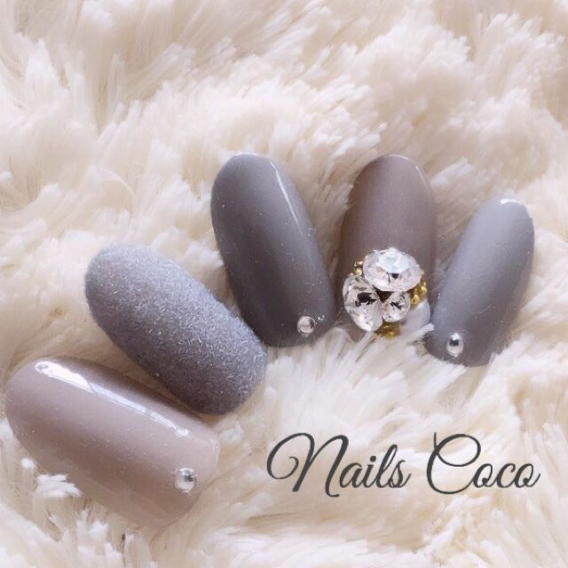 stones on only one nail