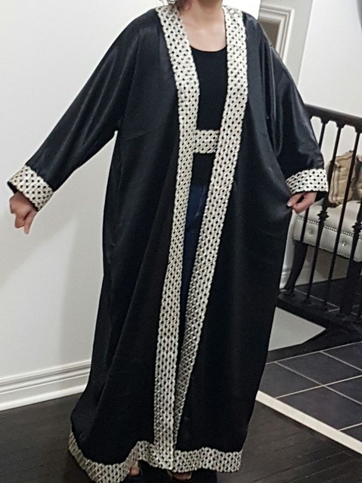 This is Caftan or long abaya is for sale by mode a la mode Instagram: modeala_m