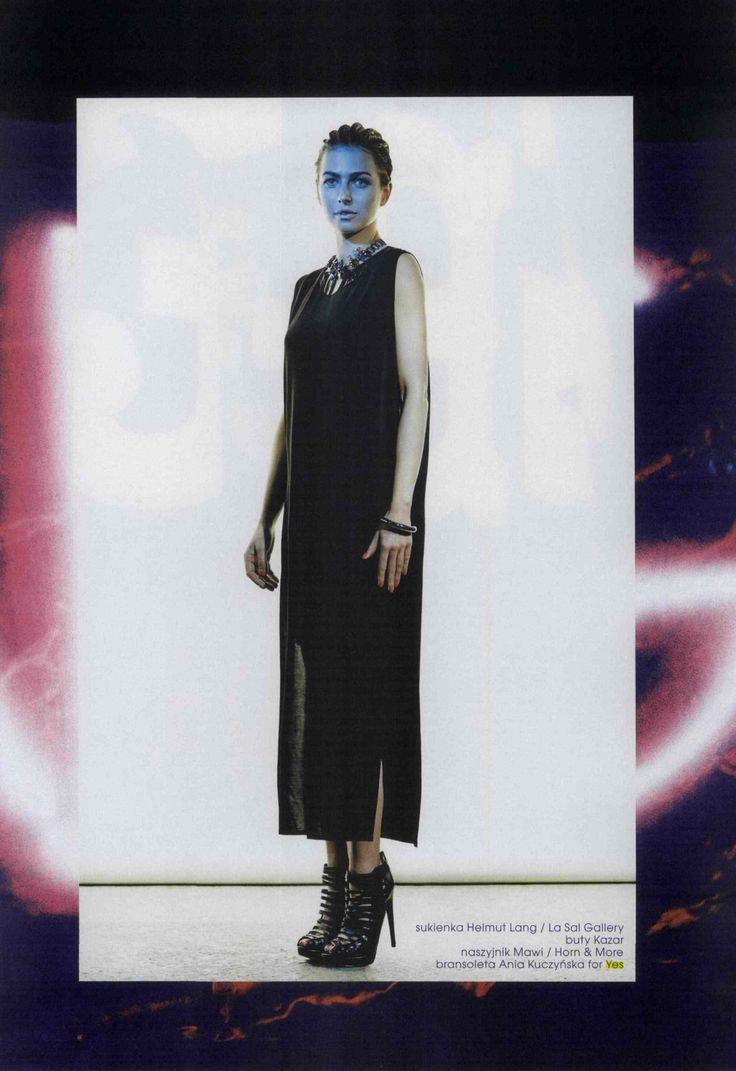 Wyjątkowa sesja w Fashion Magazine /3  sukienka Helmut Lang / La Sal Gallery buty Kazar naszyjnik Mawi / Horn & More bransoleta Ania Kuczyńska for YES