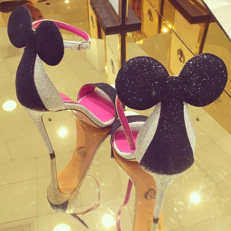 Oscar Tiye Mickey Mousr shoes