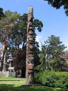 Native American  totem poles paintings | Native Americans