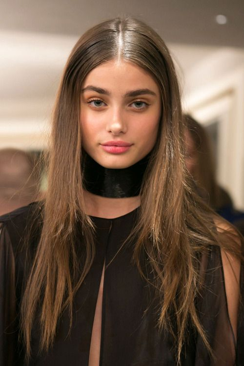 We already know that Fall 2015 represent low ponytail hairstyles and now we see them updated with wet looking hair strands. Description…