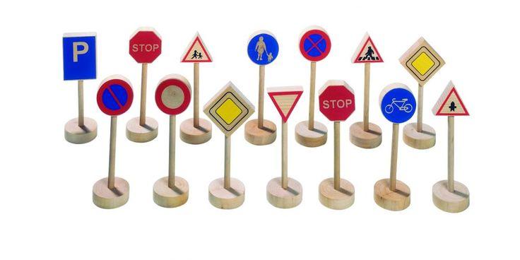 Közlekedési KRESZ táblák, Anyaga: fa Méret: 10 cm Kérünk, a kosárba helyezés előtt ellenőrizd az adatok fülön, hogy a termék raktáron van-e. Amennyiben nincs raktáron, a várható szállítási idő kb. 10 munkanap.