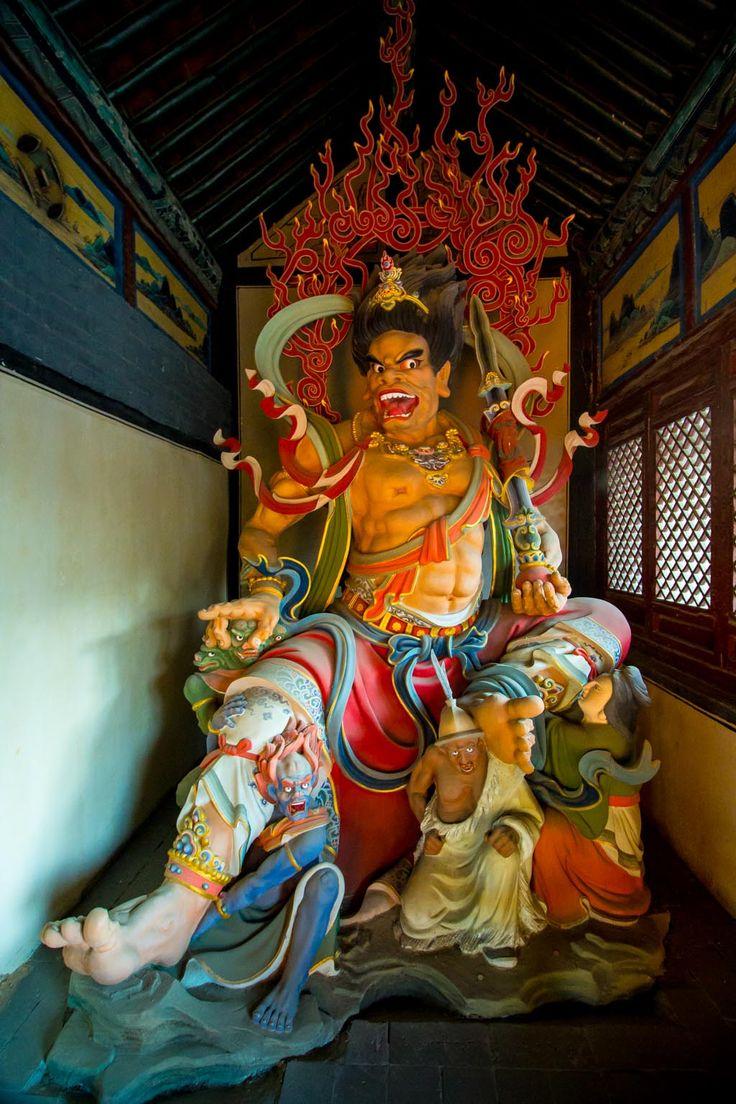 Statue in Huayan Monastery