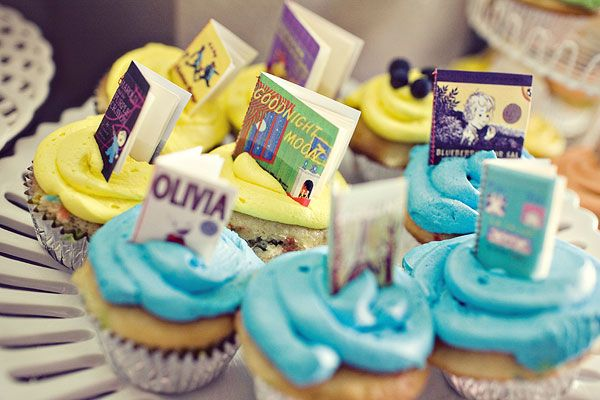 mini book cupcake toppers: Shower Ideas, Minis Books, Book Cupcakes, Books Worms, Cupcakes Toppers, Books Theme, Books Cupcakes, Cupcake Toppers, Baby Shower