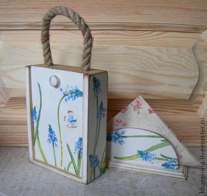 Набор `Гиацинты`. Декупаж. Набор состоит из коробки и салфетницы. Покрытие полуглянцевое. Внутри коробка не обработана, в ней можно хранить травы, чай... Использованы материалы на водной основе.