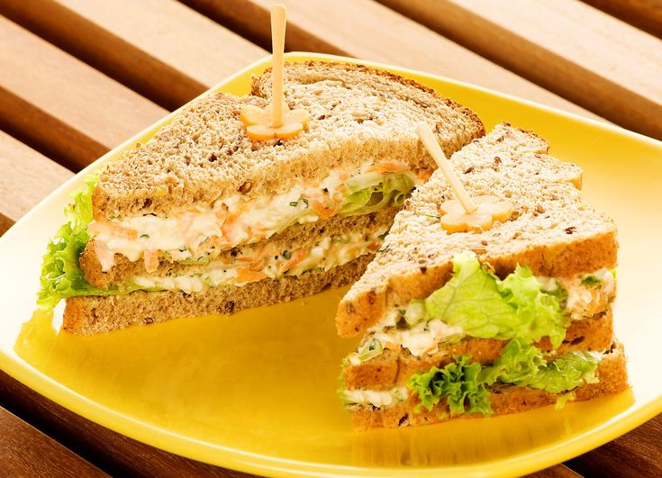 Receita de Sanduíche com queijo e peito de perú. Enviada por Tudo Gostoso e demora apenas 20 minutos.