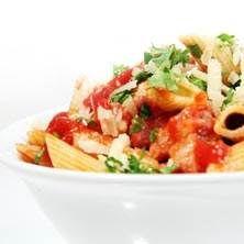 Pasta med fläsk och chili i tomatsås