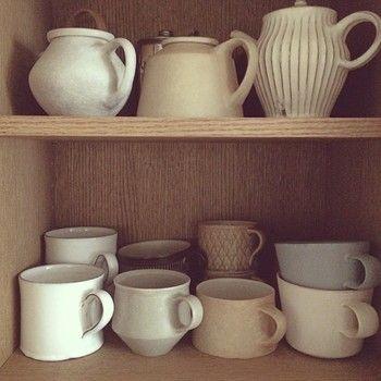 棚の中においても、その白さとシンプルな佇まいがひときわ目をひきますね。