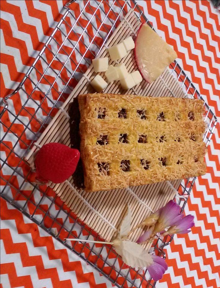 Brownies Kastengel Stroberry or Blackberry is a brownies covered with strawberry or blackberry jam and kastengel cookies dough. you can choose strawberry jam or blackberry jam