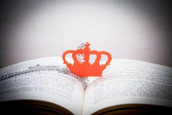 Queen  Necklace  Crown Plexiglass Orange  di PasBijoux su Etsy