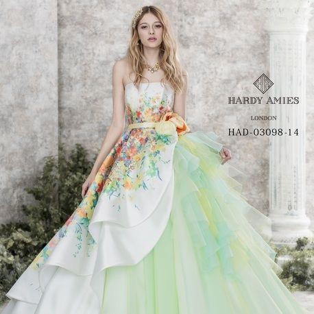 Chiffonフラワープリントでアシンメトリーなプリンセスドレス|ウエディングドレスを探す|ゼクシィ