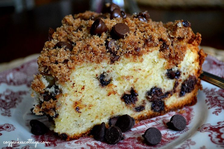 Chocolate Chip Coffee Cake-- sweet breakfast treat that's like a chocolate chip muffin in coffee cake form