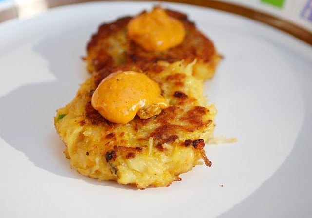 Crabcakes with Red Pepper Aioli
