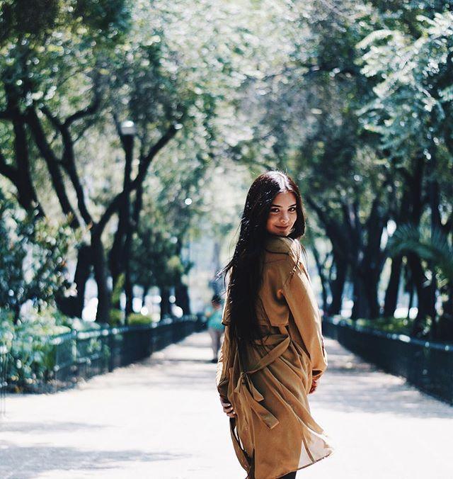Quiero encontrar otro camino ponerme mi vestido y salir a caminar contigo ✨ ----------------------------------------------------------  I want to find another way, put on my dress and go for a walk with you ✨