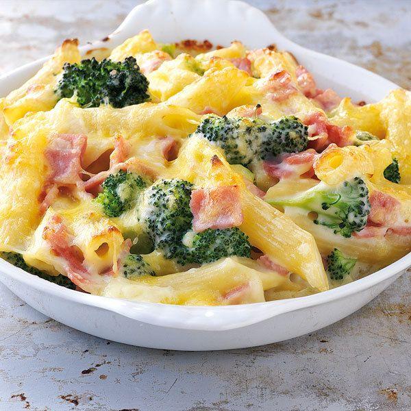 Nudeln, Schinken, Käse, Brokkoli - und das auch noch als Auflauf! Da werden Ihre Kinder ganz brav bei Tisch sein.