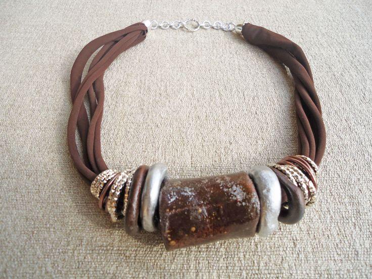 collana artigianale in argilla e lycra - marrone e argento