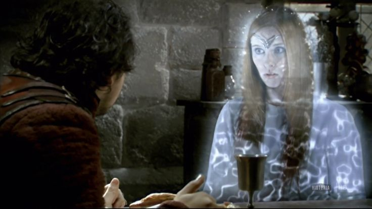 Arthur: Vous avez un petit quelque chose pour moi? Une protection magique, une potion?  Dame du Lac: Mangez ca!    Arthur: Que-ce que c'est?  Dame du Lac: C'est un genre de cake.  Arthur: Mais… un cake magique?  Dame du Lac: Non, non… c'est un cake. C'est pour la route.  (j'adore la tête toute tristounette qu'elle fait quand elle dit que c'est juste un cake normal)
