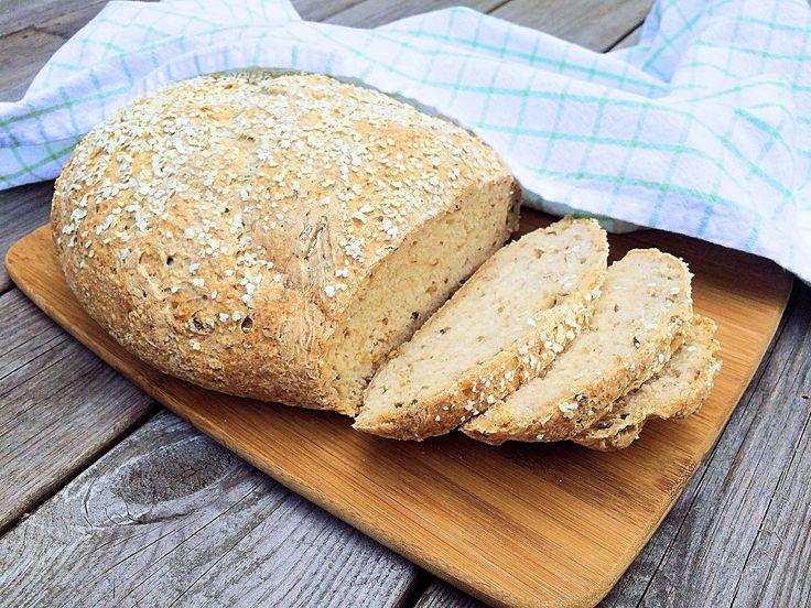 Hirs är ett av våra äldsta sädesslag. Det är naturligt glutenfritt och rikt på många mineraler. Det här saftiga brödet är bakat på hirsflingor och näringsrikt bovete- och teffmjöl.
