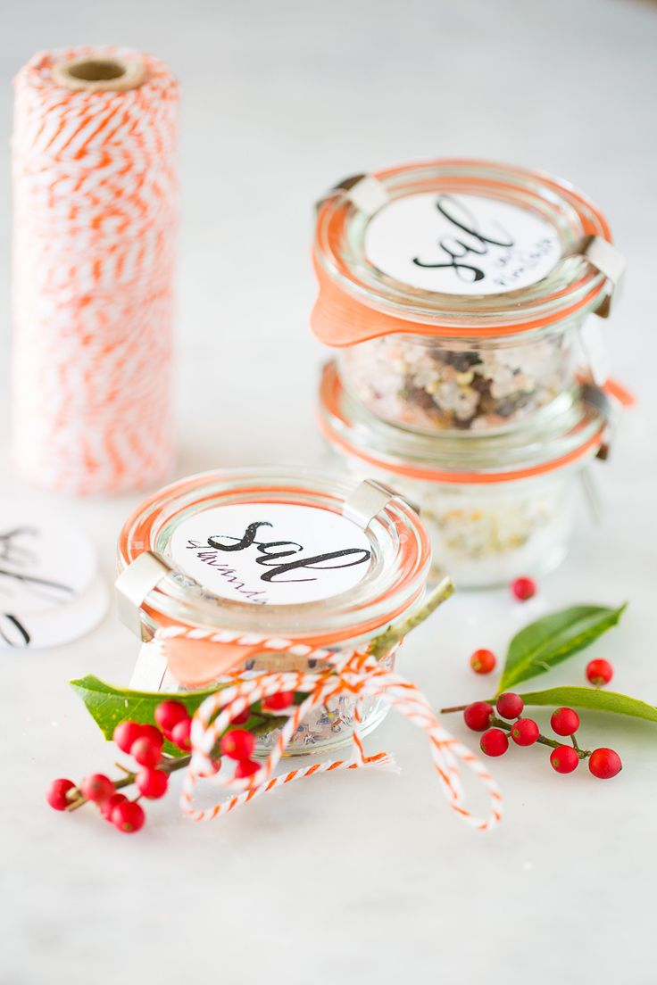 This recipe for flavored salt is perfect on popcorn, roasted vegetables, etc and pretty enough to be a Christmas present or hoast favor. Mexican Christmas, Simple Christmas, Christmas Ideas, Cute Gifts, Unique Gifts, My Favorite Food, Favorite Recipes, Healthy Christmas Recipes, Kawaii Gifts