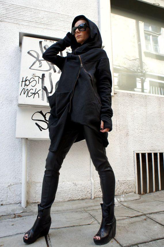 Splendida con cappuccio nero trapuntato cappotto / Extra lunghe maniche  Stravagante e unico cappotto nero asimmetrico  Con Zip e ampia tasca... così