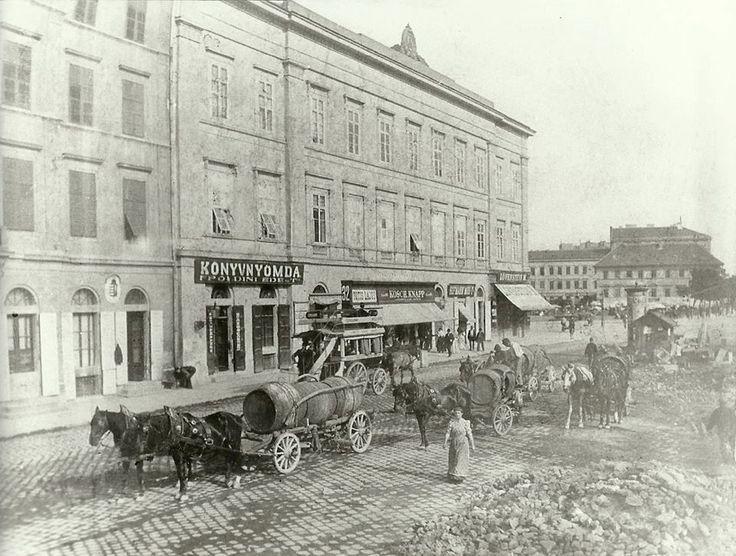 1896. Március 15. tér (Ferencz-József rakpart 32.), a Kegyesrendiek épülete