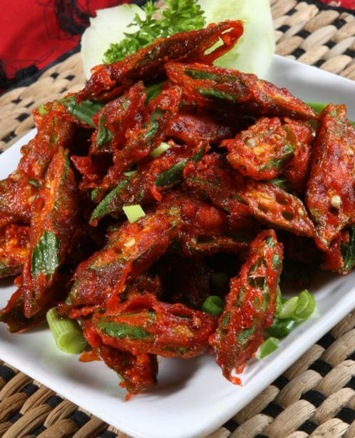 Anju's Kitchen Treasures: Bhindi Jaipuri (Crispy Fried Okra)  Bhindi (Okra)-300gm Amchoor(dry mango) powder-1tsp Red chilli powder-1tsp Cumin powder-1/2tsp Besan(gram flour)-3/4 cup Corn flour-1/4cup Broken cashewnuts-2tbsp(optional) Finely chopped onions-2tbsp Oil-to deep fry Vinegar-1tsp Salt-to taste Red food colour-a pinch(optional)