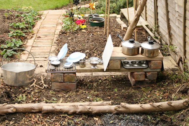 "Create with your hands: Outdoor Play: Mud & Water Play Kitchen ("",)"
