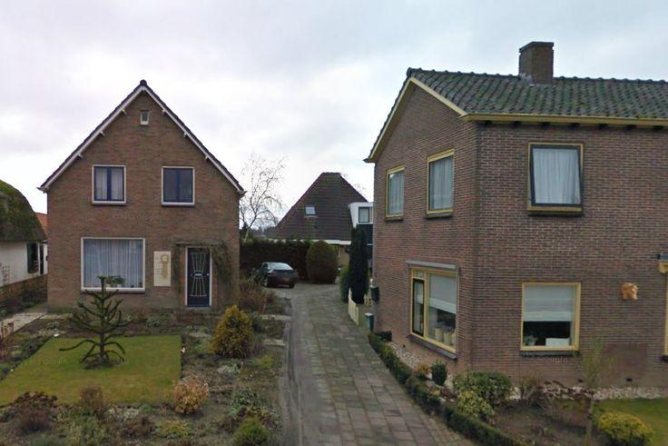 ONDERDIJK - De buren liggen in de clinch over het gebruik van het pad op het erf van Dekker, de enige toegangsweg naar de woning van Haakman. Dinsdagochtend diende een kort geding bij de Alkmaarse...