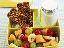 Svačina do školy: domácí müsli tyčinky s ovocem a jogurtem