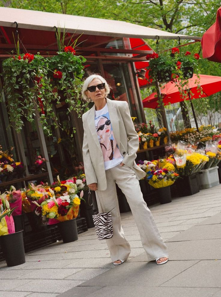 Street Style Trends, Casual Street Style, Street Style Women, Zara, Style And Grace, My Style, Fashion Over Fifty, Advanced Style, Woman Standing