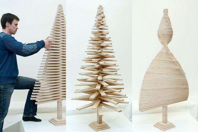 Selbstgebastelter Weihnachtsbaum - das ist mit Sicherheit eine großartige Beschäftigungstherapie!