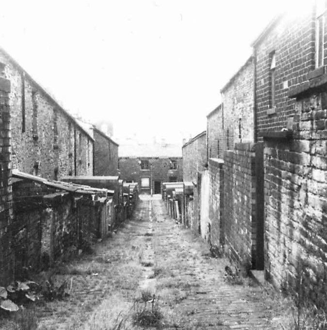 Old back streets of Burnley. Possibly in the Trafalgar ...