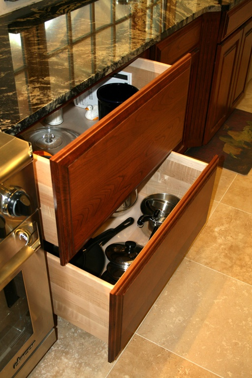 17 best images about kitchen base cabinets drawers on pinterest base cabinets traditional Handleless kitchen drawers design