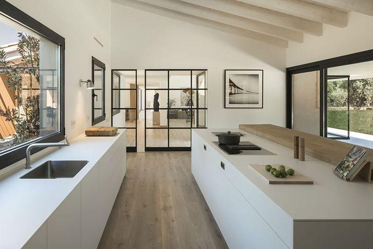 Lichtgefülltes modernes spanisches Zuhause ist eine Ode an die Natur
