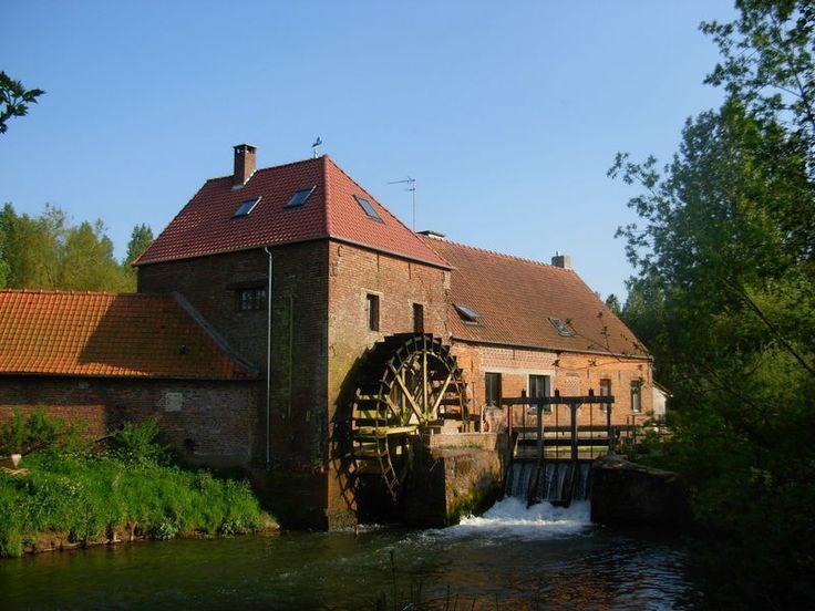 Le Moulin de Lugy (Pas de Calais, Pays des Sept Vallées) : Moulin à eau en activité datant du XVIIIe siècle. le moulin de Lugy (Pas  de Calais - France)