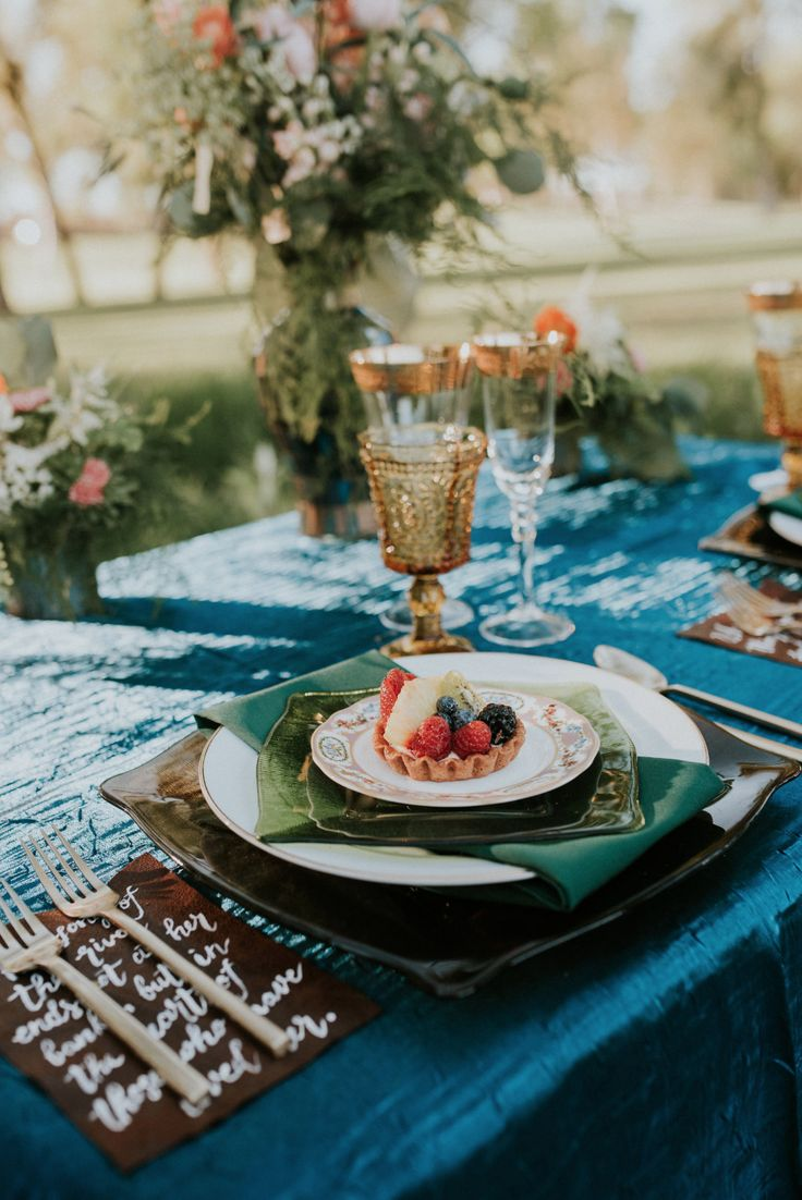 beautiful natural tablescape setting