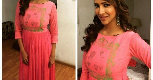 Indian fashion -   https://www.pinterest.com/r/pin/486248091003187560/4766733815989148850/7cfc48efed9ab5fae1702f4ddca9ff9c92a815a9edd602c50d5a8675bbc88fdb