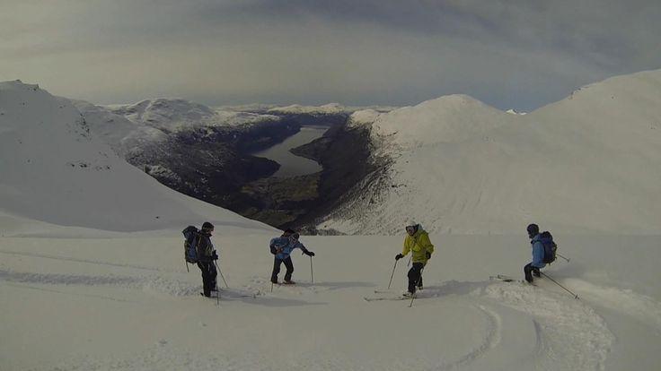 Førre laurdag fekk Bjørnar Sæten (18) og turfølgjet hans ein skitur dei seint vil gløyme. 1000 meter pudder rett ned Skåla i Loen.