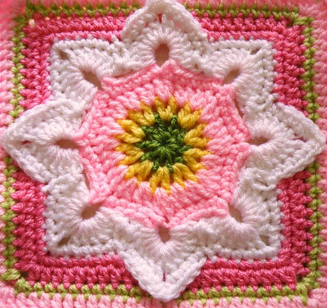 Eight Pointed Flower Square: free pattern